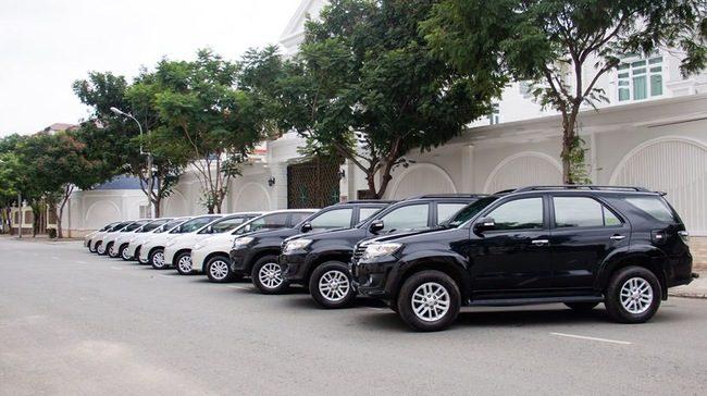 Kiếm tiền từ kinh doanh dịch vụ cho thuê xe hơi.