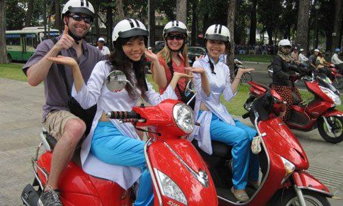 Trở thành hướng dẫn viên du lịch trong thành phố có thể là ý tưởng kinh doanh lý tưởng cho các bạn biết chạy xe máy và đang sinh sống tại các thành phố du lịch lớn.