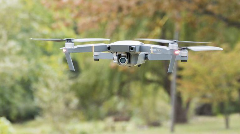 Nếu bạn hứng thú với máy bay không người lái, bạn có thể cân nhắc bắt đầu công việc liên quan đến kinh doanh cho thuê flycam, drone.
