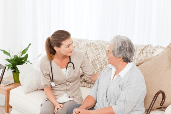 Mẹ bỉm sữa tham khảo kinh doanh dịch vụ chăm sóc sức khỏe tại nhà.