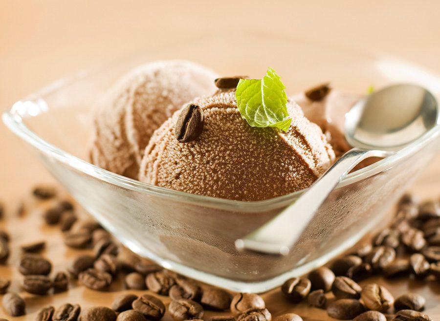 Kinh doanh mở cửa hàng bán kem không cần đầu tư lớn, lại là hoạt động phục vụ ăn uống nhanh và dễ quản lý.