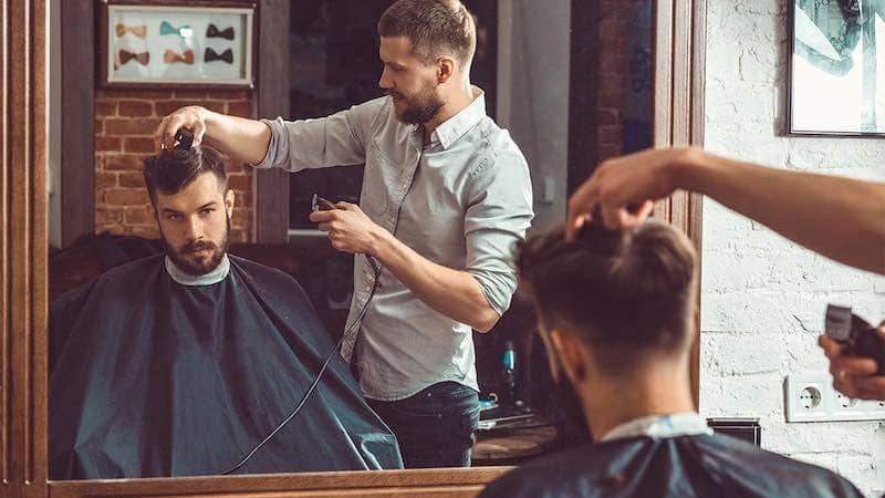 Dịch vụ cắt tóc, tạo kiểu tóc là nhu cầu thường xuyên của con người, ước tính loại hình kinh doanh này có thể thu được từ 10 triệu đến 50 triệu VND.