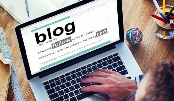 Kinh doanh thông qua việc xây dựng và phát triển blog cá nhân.